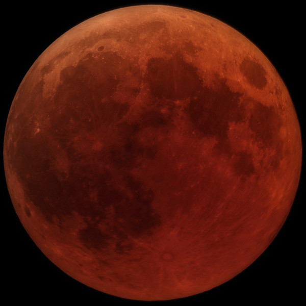 Total lunar eclipse red Moon photo Giuseppe Donatiello from Italy