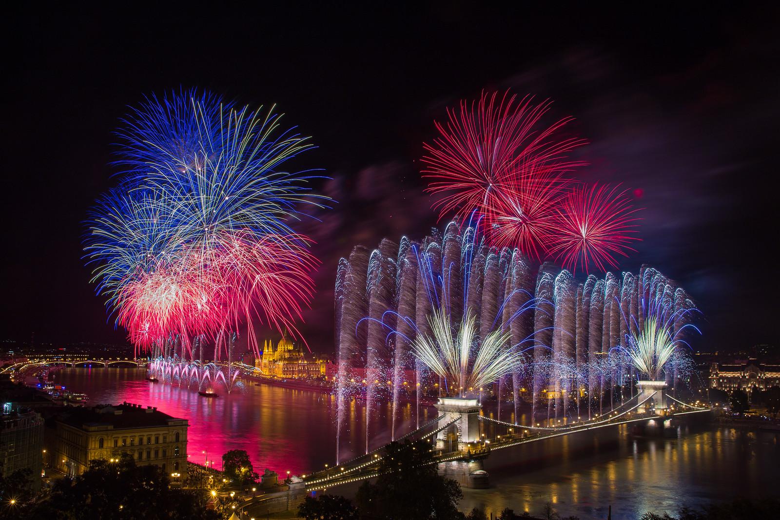 budapest fireworks st stephen's day chain bridge