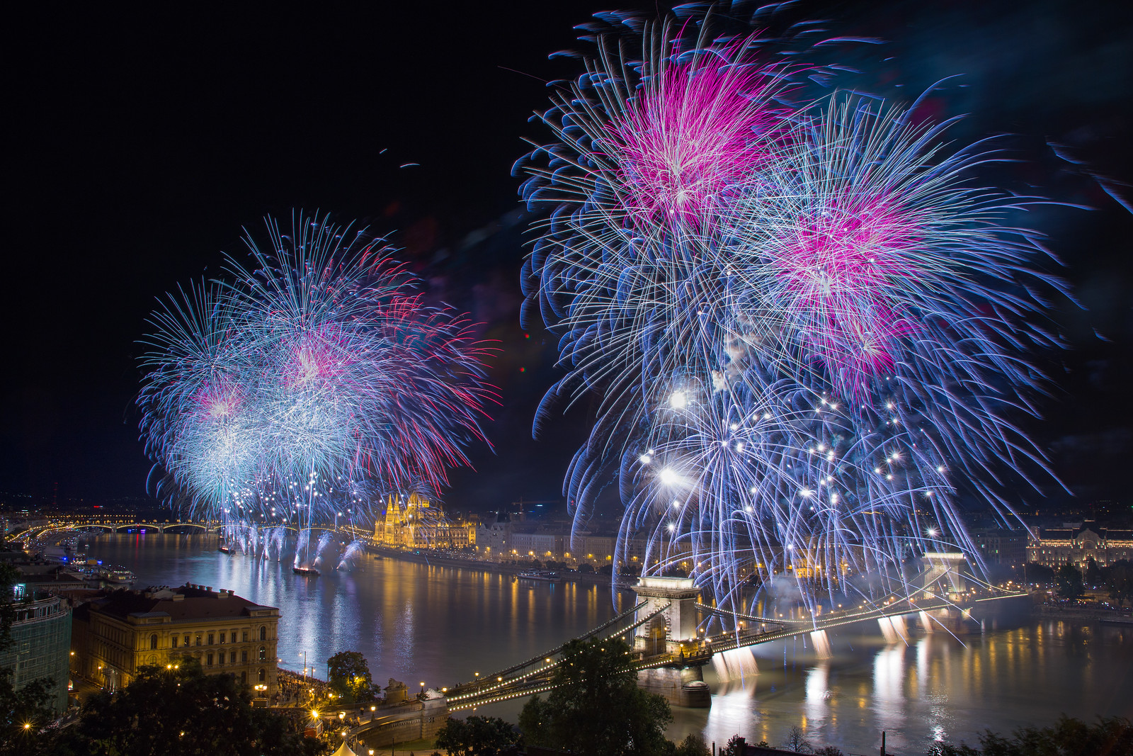 budapest fireworks st stephen day chain bridge